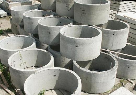 На фото представлены бетонные кольца для септика