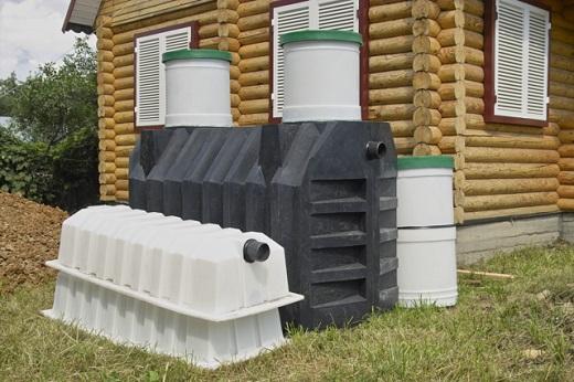 На скнимке комплект септика Танк с дополнительной горловиной и инфильтраторами