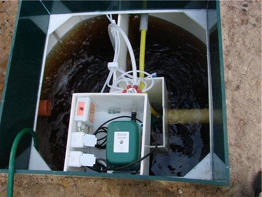 На изображении показан септик ЮБАС перед техническим обслуживанием
